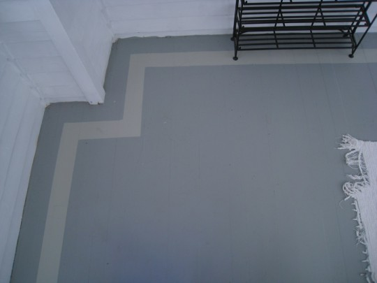 Gray sunroom floor with a gray hand painted border.