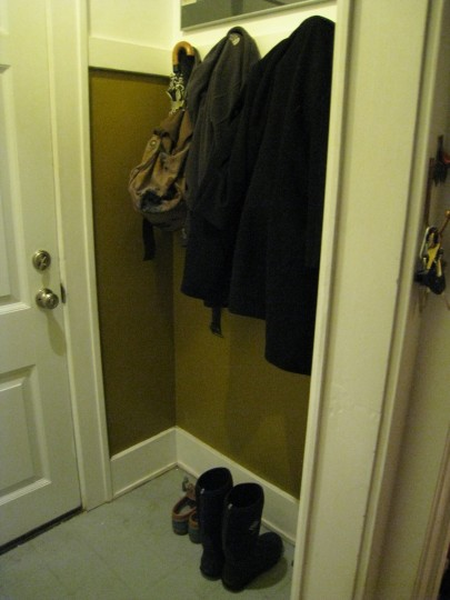 Here's the entryway as is. With lots of shoes (and jackets).