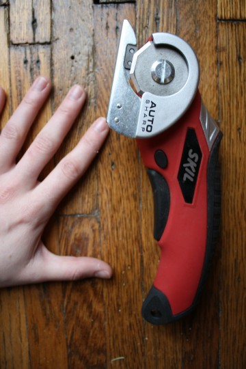 Little hand-sized drill. I could use a manicure.