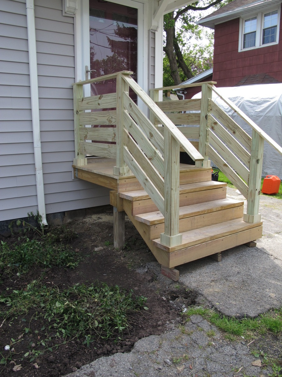 Diy front porch railings merrypad for Exterior stairs