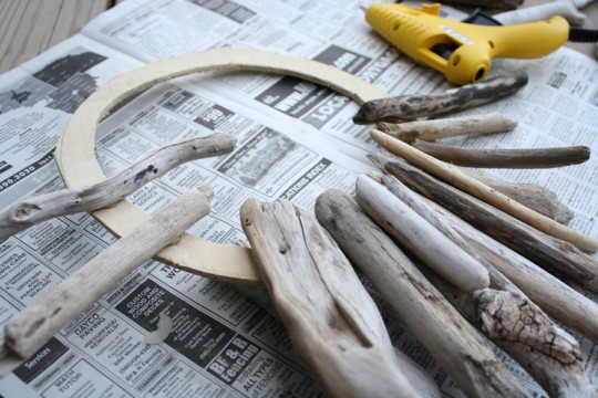 Driftwood wreath, underway!