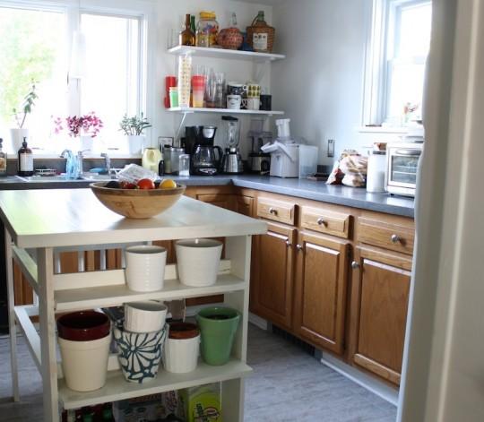 Kitchen: In all its oak-y glory.