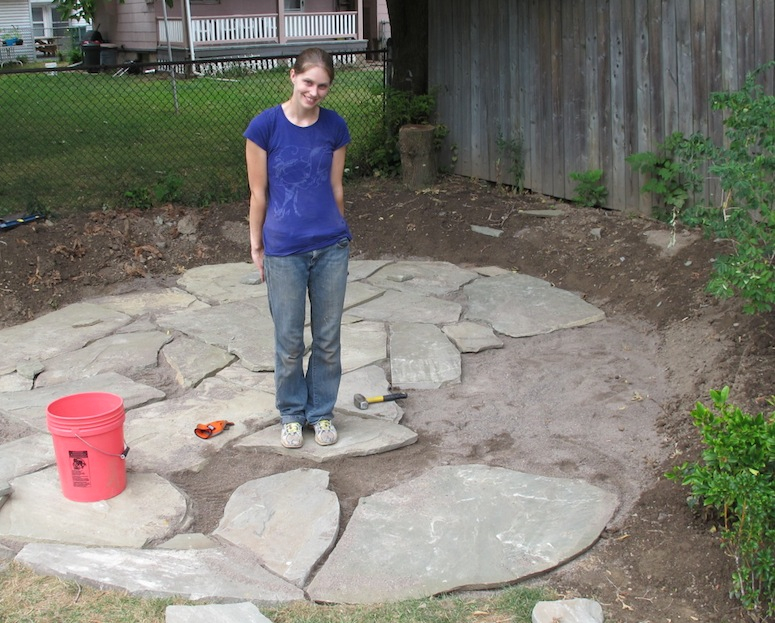 How to lay a flagstone patio merrypad for Whats a terrace