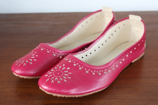Magenta pink moroccan slippers.