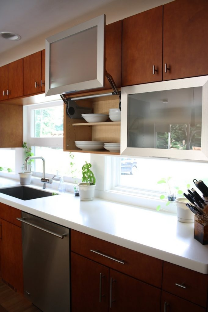 Pete and Donna's clean, modern kitchen.