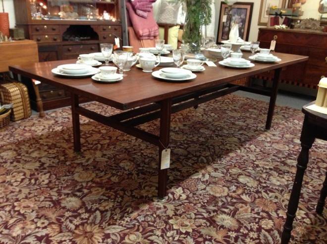 Ah hah, I spy a beautiful mid-century mahogany table beneath that china.