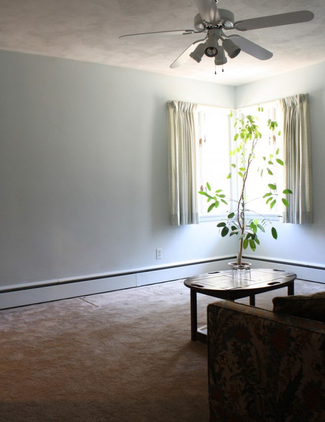 Second bedroom, much like the first but blue.