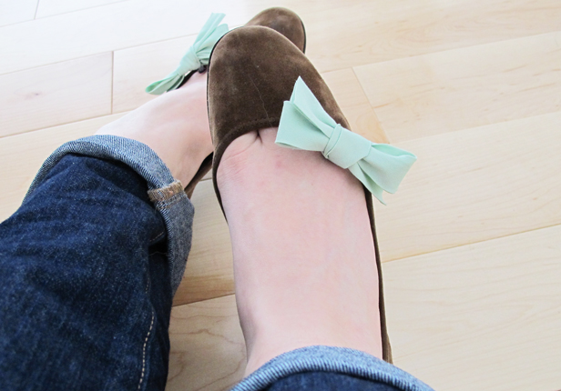 How to make custom bow clips to dress up plain shoes.