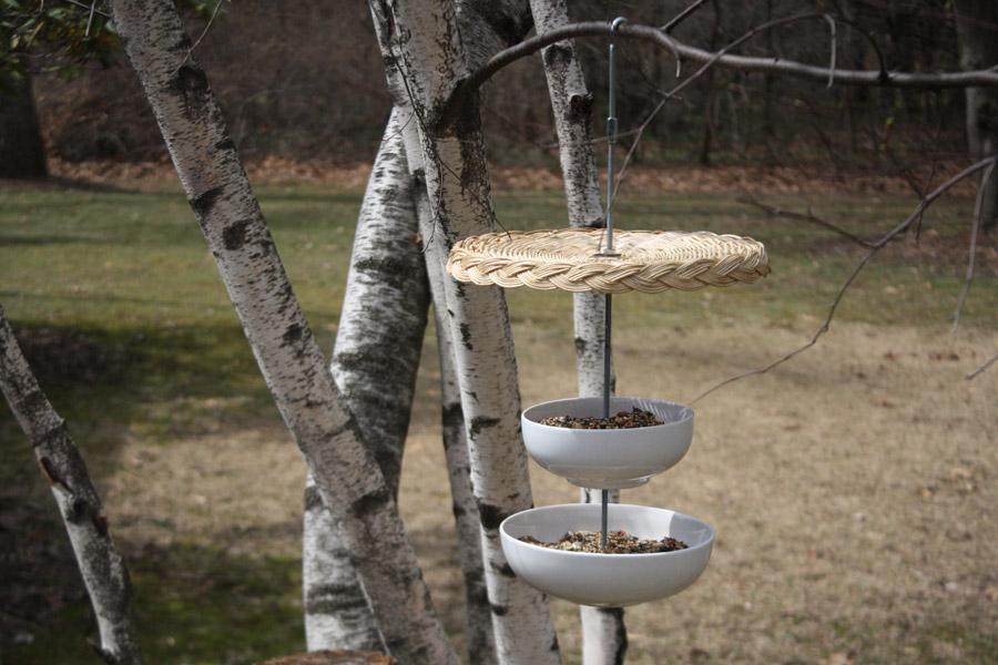 Diy modern upcycled bird feeder merrypad diy network for Upcycled bird feeder