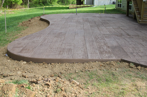 The stamped concrete patio from Rebecca at The Lil House That Could.