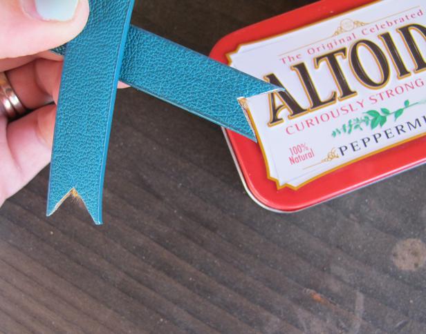 Make a DIY doll purse from an Altoid Tin.