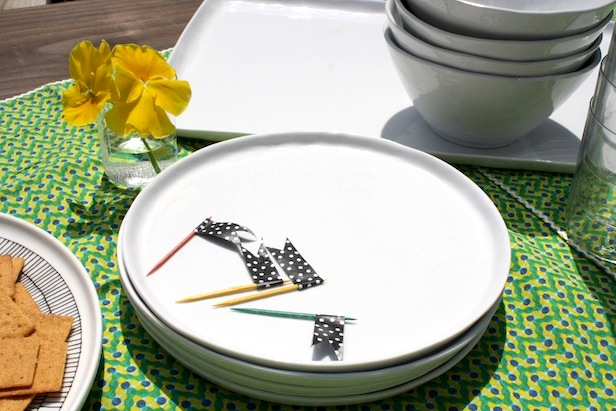 Using everyday dinnerware to create a fresh outdoor table setting.