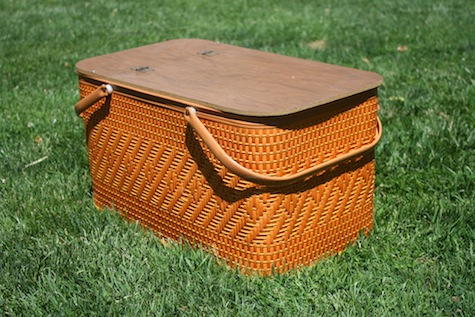 A big basket for an easy picnic.