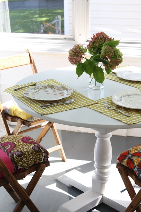 What can you make from an upcycled tablecloth? Placemats (or napkins)!