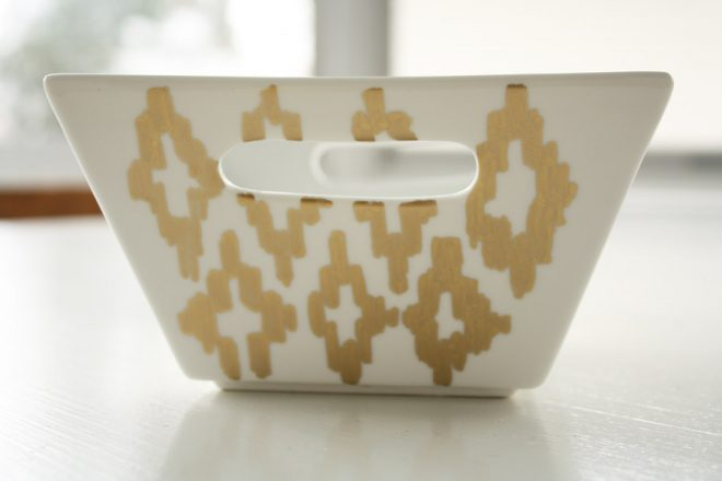 Decorate ceramics and porcelain dinnerware with pretty paint markers for an event.