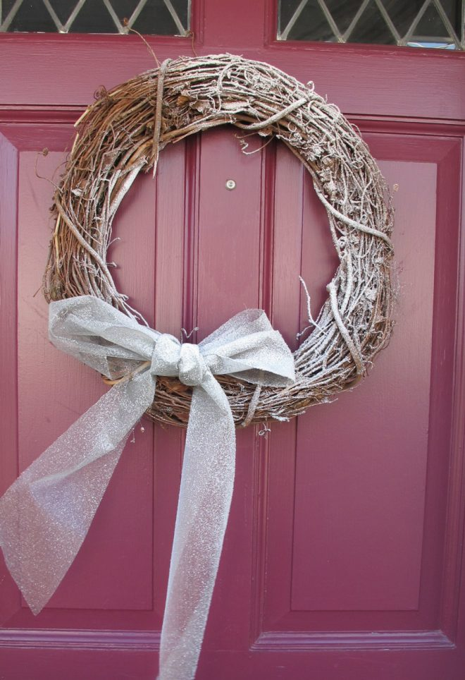 Faux snow wreath that you can make in 5 minutes.
