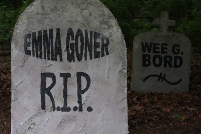 use plywood covered in stucco to create faux tombstones to adorn your yard for the halloween