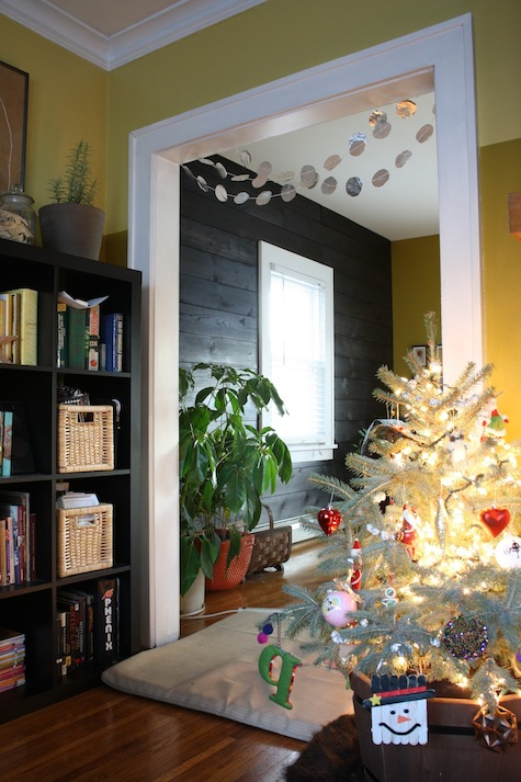 Simple tin foil garland for home decor during the holidays.